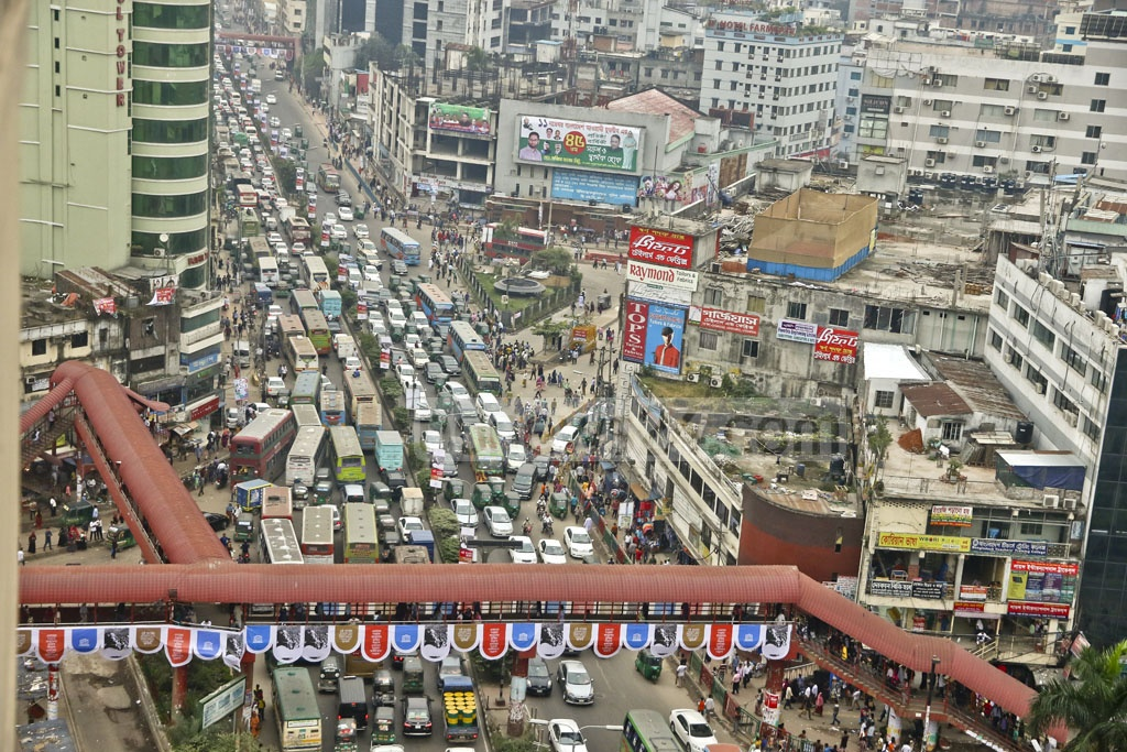 The city dwellers experience another day of traffic chaos in the capital mainly because of the rally at the Suhrawardy Udyan. The photo is taken from Farmgate in Dhaka at 4pm on Saturday. Photo: tanvir ahammed