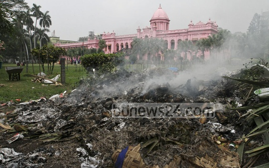 The 'waste management' in Ahsan Manzil premises on Saturday. Photo: dipu malakar