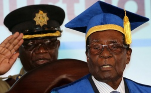 Zimbabwe President Robert Mugabe attends a university graduation ceremony in Harare, Zimbabwe, Nov 17, 2017. Reuters