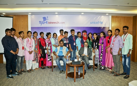 Child journalists pose for a photo with bdnews24.com Editor-in-Chief Toufique Imrose Khalidi and UNICEF spokesperson AM Sakil Faizullah at a discussion organised by bdnews24.com's 'Hello' at a hotel in Cox's Bazar on Sunday on the challenges faced by Rohingya children at refugee camps and ways to make life easy for them.