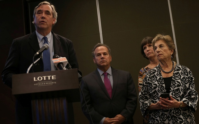 Senator Jeff Merkley addresses a news conference as Congressman David Cicilline, Congresswoman Betty McCollum, and Congresswoman Jan Schakowsky look on at a hotel in Yangon, Myanmar November 21, 2017. Reuters