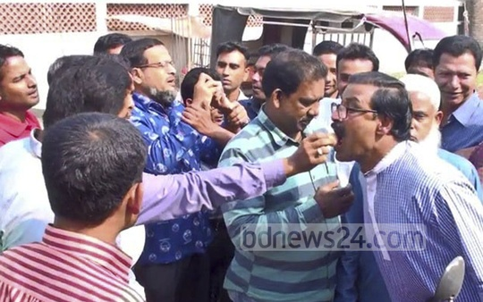 Residents of Gaibandha's Sundarganj Upazila distribute sweets following Wednesday's ICT verdict that sentenced former Gaibandha Jamaat MP Abu Saleh Mohammad Abdul Aziz Mia to death for the 1971 war crimes.