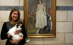 Laura Dauban, deputy ambassador of the United Kingdom to Jordan, poses with Lawrence of Abdoun, the first diplo-cat to be appointed by the British Embassy in Jordan, at the embassy headquarters in Amman, Jordan, November 15, 2017.