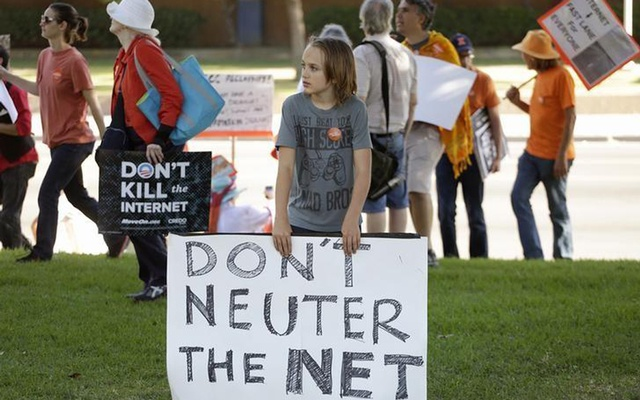 This 2014 photo shows a pro-net neutrality Internet activist rally in the neighbourhood where the then president Barack Obama attended a fundraiser in Los Angeles, California, US. Reuters