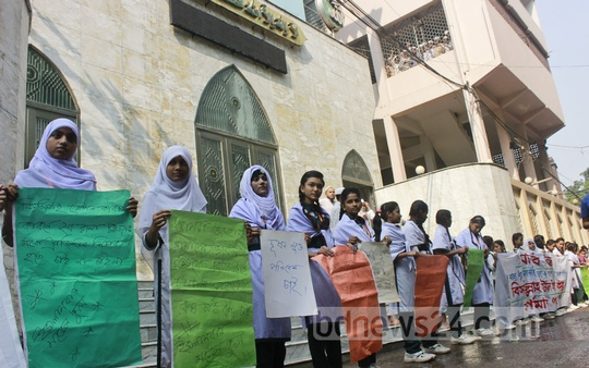 Students call for the shutdown of a factory in Old Dhaka that they claim is causing environmental and sound pollution.