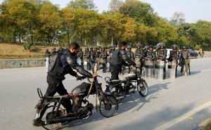 Police retrieve their motorcycles which were burned during clashes with protesters near the Faizabad junction in Islamabad, Pakistan November 26, 2017. Reuters