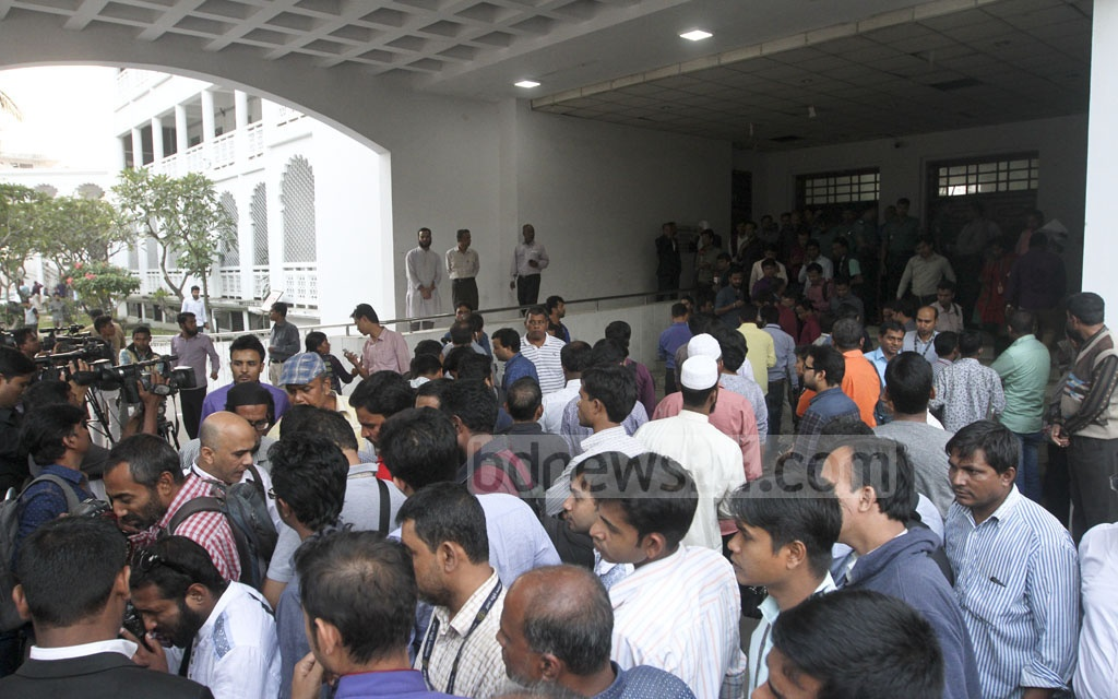 Relatives of convicts and journalists crowd the High Court premises on Monday to hear the verdict of the Peelkhana massacre case. Photo: dipu malakar