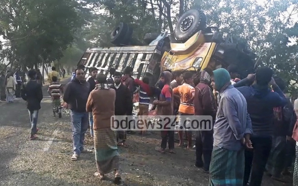 A driver and his assistant were killed after a truck carrying vegetables overturned on the Patuakhali-Kuakata road on Tuesday.