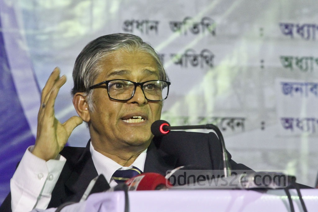 Dhaka University Vice-Chancellor Mohammad Akhtaruzzaman speaks at the launching of a memorabilia of the 1971 Liberation War and beautification works on the Arts Building premises on Tuesday. Photo: tanvir ahammed