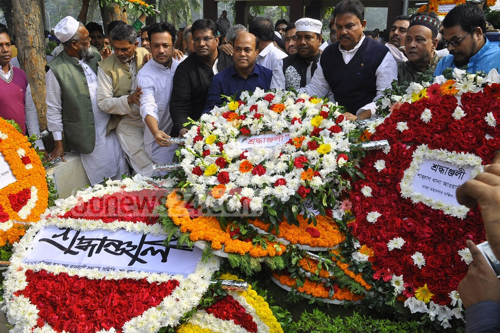Leaders and activists of the ruling Awami League pay tributes to Dhaka's first elected mayor Mohammad Hanif by placing wreaths at his grave at Azimpur on Tuesday marking the 11th death anniversary.