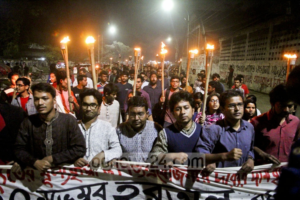 Pragatisheel Chhatra Jote, a platform of leftist student organisations, takes out a procession at Dhaka University on Wednesday in support of Thursday's shutdown called by leftist parties to protest against the hike in retail power prices. Photo: tanvir ahammed
