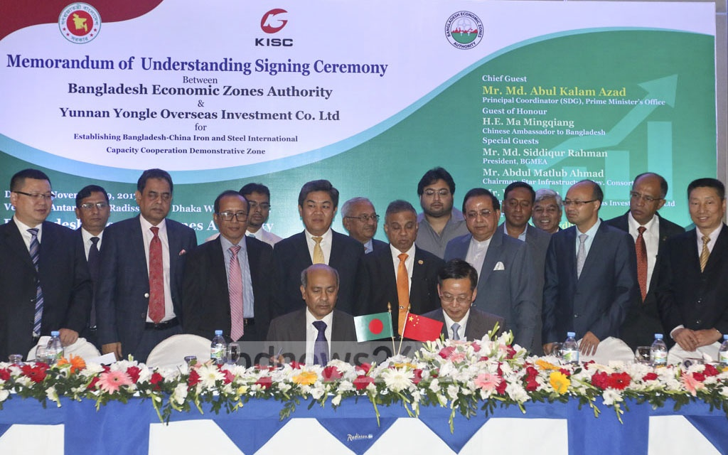 China's Yunnan Yongle Overseas Investment Company signs a memorandum of understanding at a Dhaka hotel on Wednesday with Bangladesh Economic Zones Authority or BEZA for investment of $2.3 billion. Photo: dipu malakar