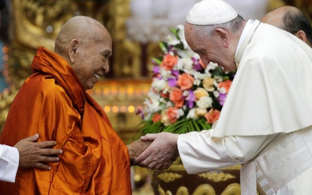 Pope Francis shakes hands with Bhaddanta Kumarabhivasma, chairman of the state Sangha Maha Nayaka Committee, during a meeting with the Buddhist committee in Yangon, Myanmar November 29, 2017. Reuters