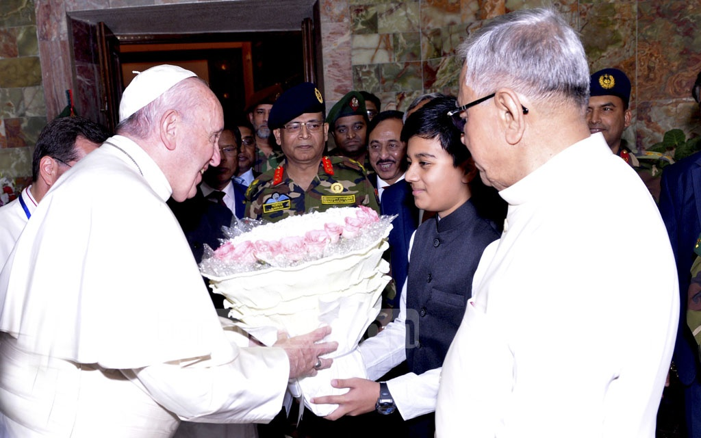 Pope Francis is greeted with a bouquet at the Bangabhaban on the first day of his three-day trip to Bangladesh on Thursday. President Md Abdul Hamid was also present among those who welcomed the pope to the president's residence. Photo: Press Wing, Bangabhaban