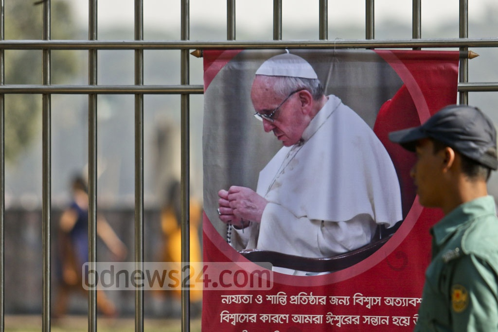Security personnel at Dhaka's Suhrawardy Udyan on Friday, when Pope Francis held an outdoor Mass for Catholic Christians in Bangladesh. Photo: tanvir ahammed