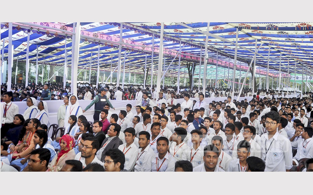 Before his departure from Dhaka, Pope Francis addressed a group of student at Notre Dame College on Saturday. Photo: PID