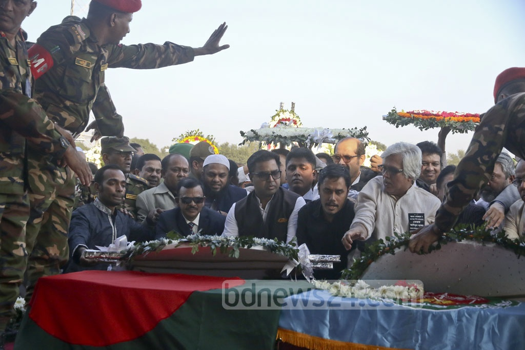 Dhaka South City Corporation mayor Syeed Khokon pays his last respect to his colleague in the North, Annisul Huq at the Army Stadium on Saturday. Photo: tanvir ahammed
