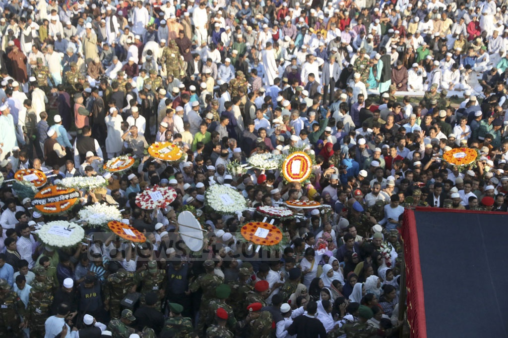 People pay last respect to Mayor Annisul Huq at the Army Stadium in Dhaka on Saturday. Photo: tanvir ahammed