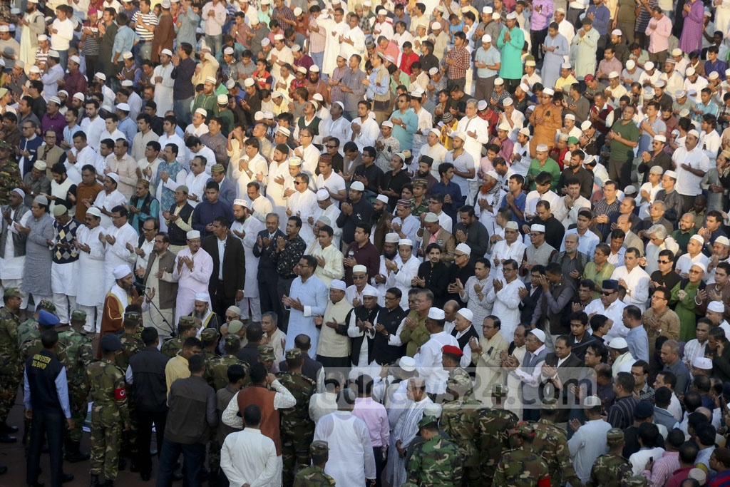 The funeral prayer of Annisul Huq held at the Army Stadium on Saturday. Photo: tanvir ahammed