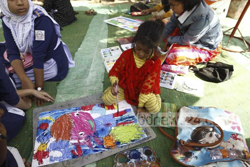 A group of children takes part in the painting competition title 'Rongtulitey Shishur Swapner Shohor' at the Baishakhi playground at Rayerbazar in the capital on Sunday.