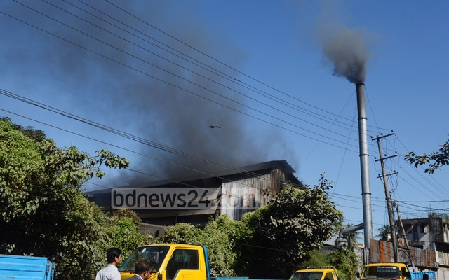 A steel mill in Chittagong's Bayazid Bostami area spews black smoke, polluting the air. Photo: suman babu