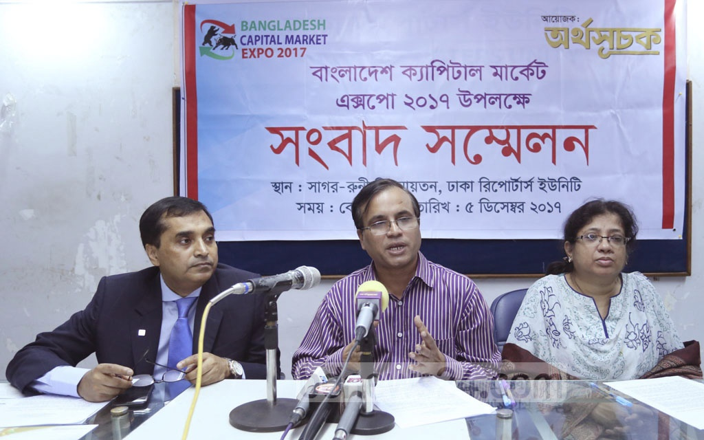 Organisers hold a press conference at the Dhaka Reporters Unity on Tuesday to announce Dhaka Capital Market Expo 2017, a three-day event beginning Dec 7.