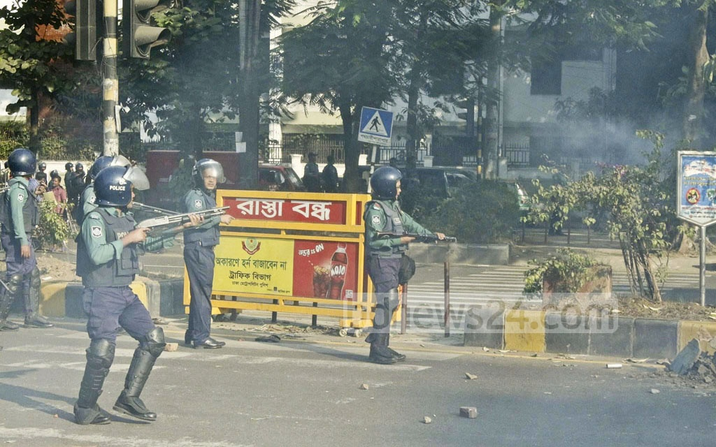 BNP activists clash with police in Dhaka's Bangabazar area on Tuesday. Cars were vandalised and fires were started in the clash.