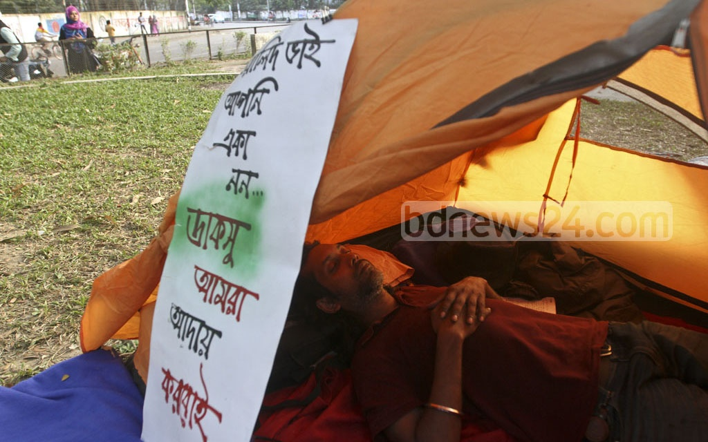 Walid Ashraf, who is doing his masters at the Dhaka University's Institute of Social Welfare and Research, is on the 10th day of his hunger strike he started in front of the Vice-Chancellor's residence in demand for the DUCSU polls. Photo: dipu malakar