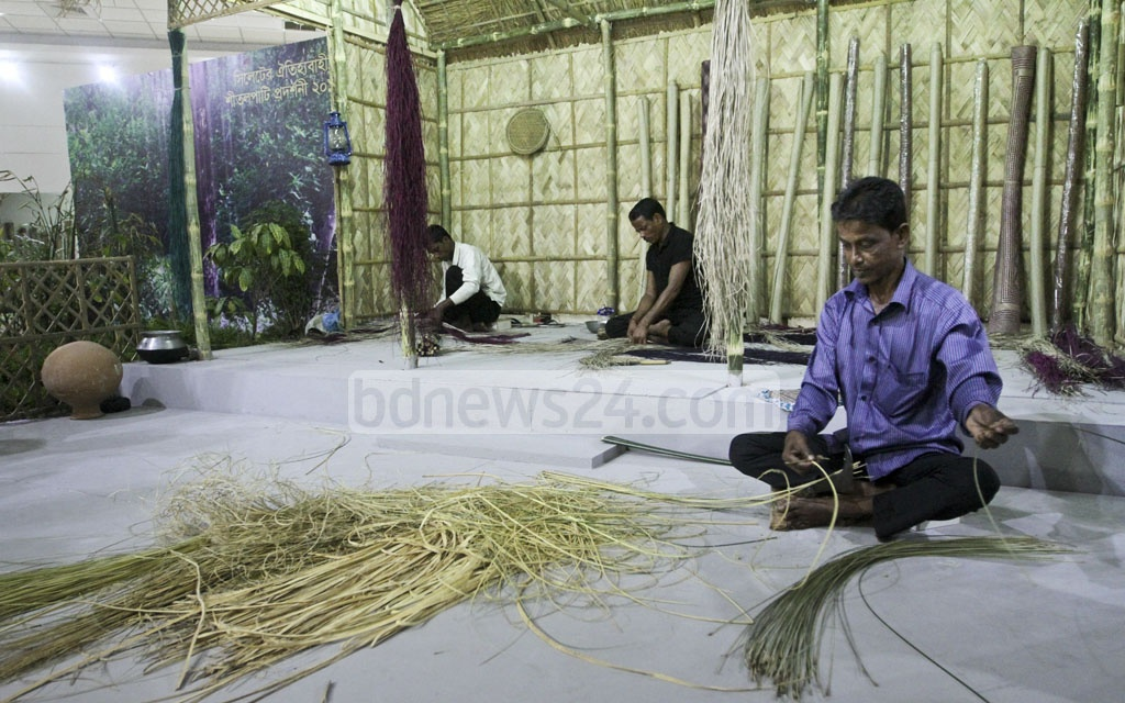 Craftsmen give a live demonstration how to make Sheetal Pati (a traditional mat made of materials from murta plants) at the Seven-day exhibition opened at the National Museum at Shahabagh in Dahaka on Tuesday. Photo: dipu malakar