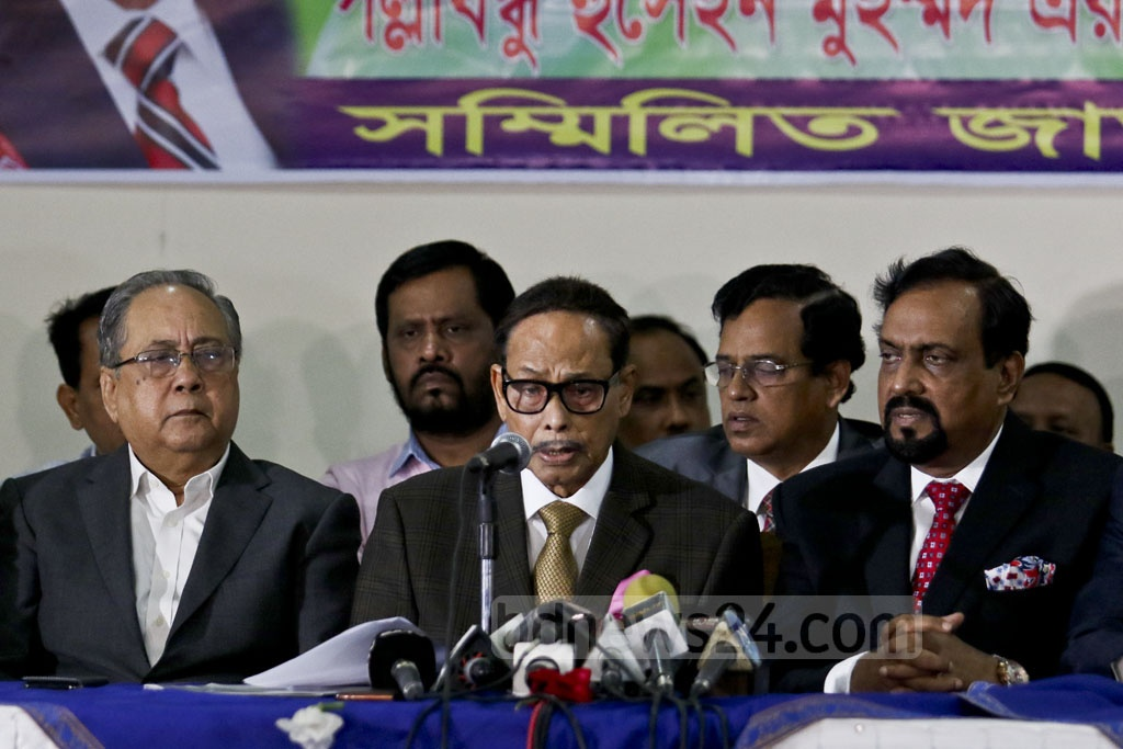 HM Ershad briefs the media on behalf of the Sammilita Jatiya Jote at the Emanuell's Convention Centre in Dhaka's Gulshan on Sunday. Photo: tanvir ahammed