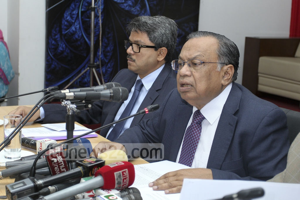 Foreign Minister AH Mahmood Ali speaks at a news briefing in Dhaka on Sunday on President Md Abdul Hamid joining a special summit of the OIC in Istanbul on Dec 13 on US President Donald Trump's recognition of Jerusalem as Israel's capital. Photo: asif mahmud ove