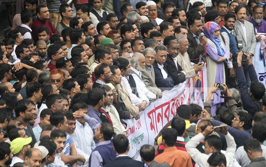 BNP Secretary General Mirza Fakhrul Islam Alamgir at a human chain in front of the National Press Club marking the Human Rights Day on Sunday. Photo: asif mahmud ove