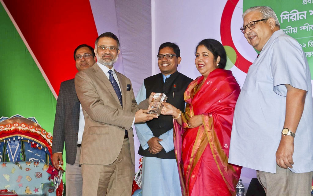 bdnews24.com Editor-in-Chief Toufique Imrose Khalidi receives special recognition from the government for his contributions to the field of information and communication technology in Bangladesh. Speaker Shirin Sharmin Chaudhury hands the award to Khalidi at an event celebrating the country's first National ICT Day at the Bangabandhu International Conference Centre on Tuesday. Photo: dipu malakar