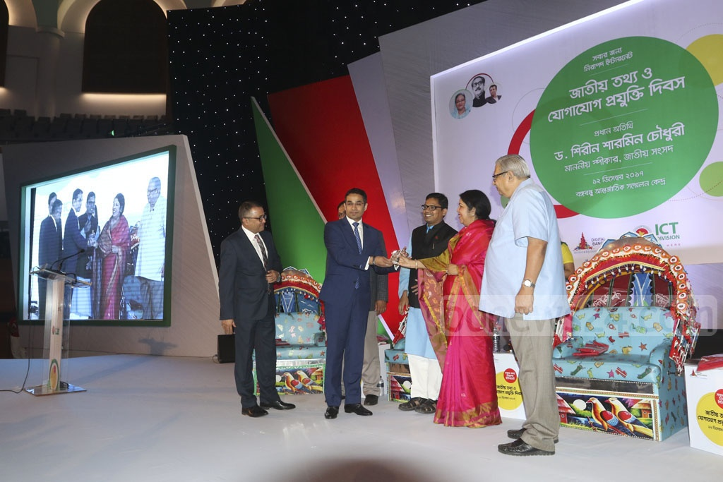 City Bank Acting Managing Director Md Adil Islam receives the award for providing the best online services at a ceremony marking the National ICT Day at the Bangabandhu International Conference Centre on Tuesday. Photo: dipu malakar