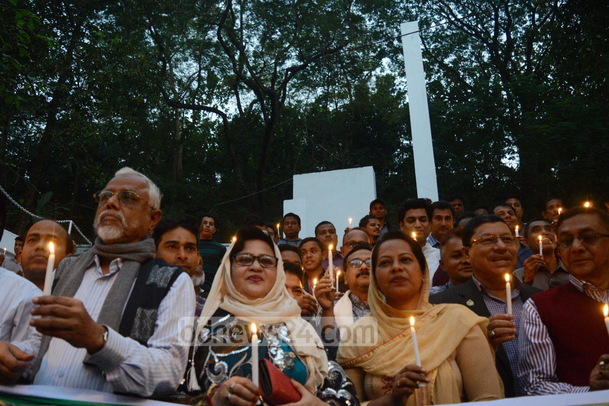 Sector Commanders Forum organises a candlelight vigil in remembrance of the martyred intellectuals and freedom fighters at Chittagong Shaheed Minar on Wednesday ahead of the Martyred Intellectual Day.