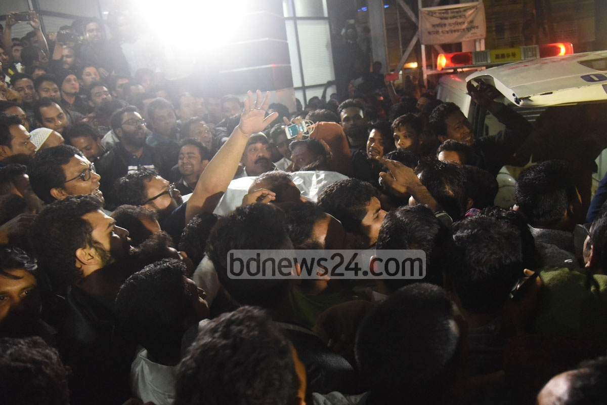 Awami League activists and leaders in Chittagong gathered outside port city's Max Hospital, where the party's Metropolitan unit President ABM Mohiuddin Chowdhury breathed his last early on Friday. The 73-year-old was elected three times to the mayor's office, serving the Chittagong City Corporation for 16 years from 1994. Photo: suman babu