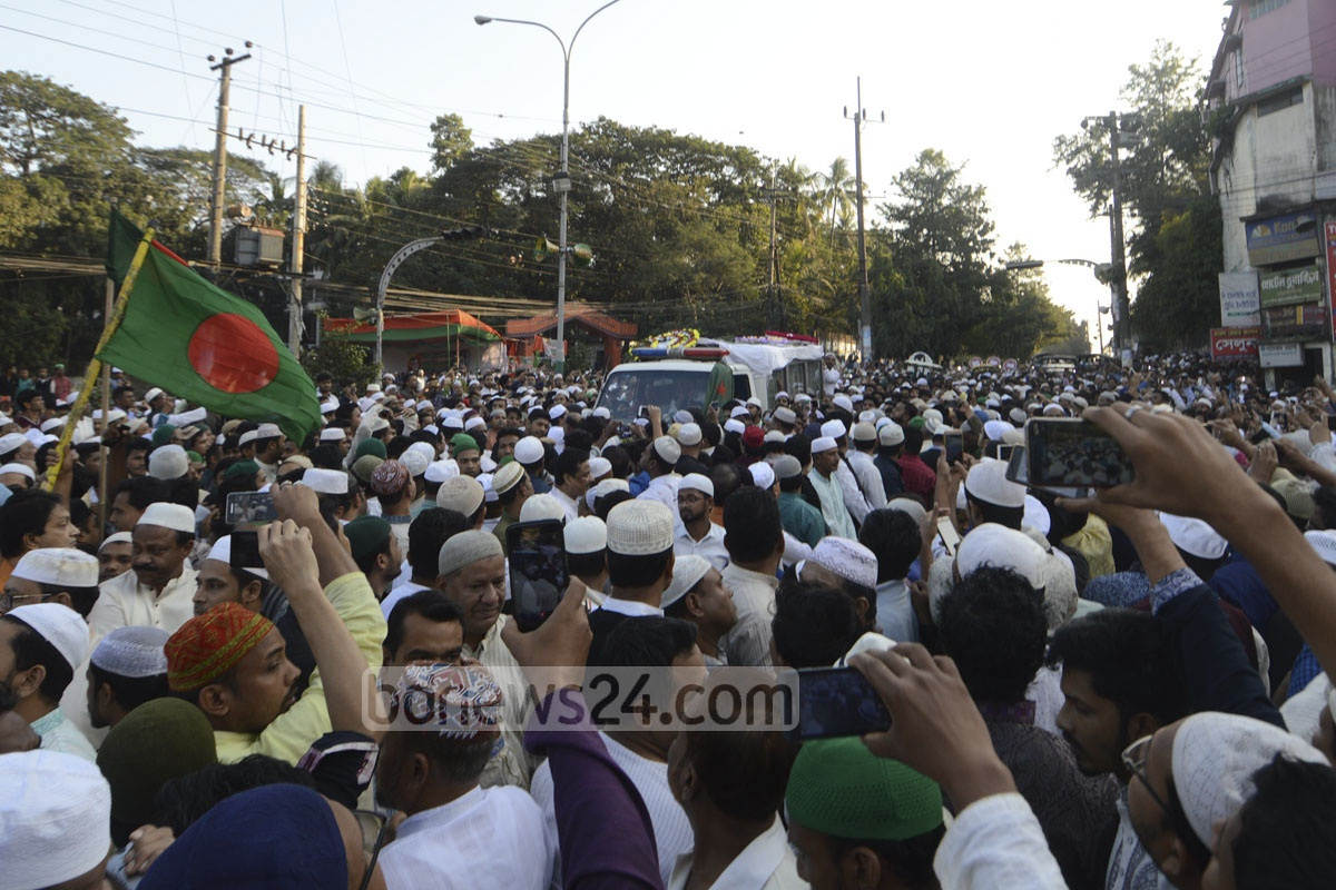 People follow a hearse carrying the body of former Chittagong mayor ABM Mohiuddin Chowdhury from his home to the Awami League offices in the port city on Friday. Photo: suman babu