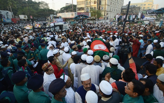 Thousands gather at Laldighi grounds in Chittagong to pay their last respects to former mayor ABM Mohiuddin Chowdhury on Friday. Photo: suman babu
