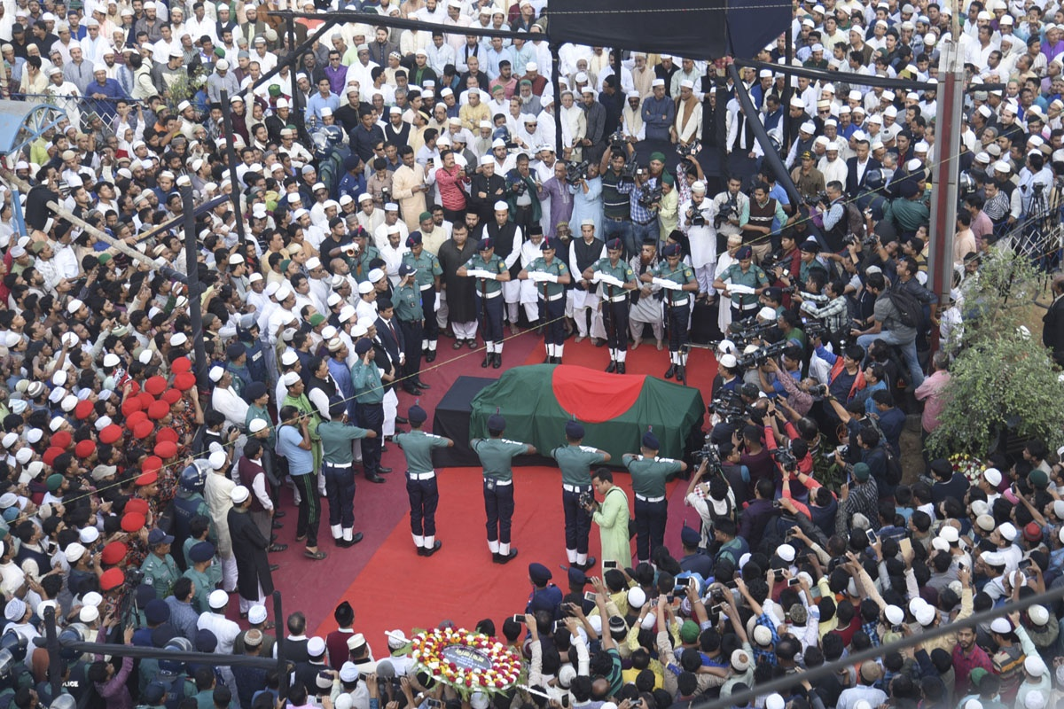 Freedom fighter ABM Mohiuddin Chowdhury is given a guard of honour after his funeral prayers at Laldighi Maidan in Chittagong on Friday. Photo: suman babu