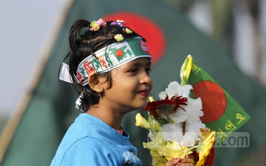 Children pay tributes to Liberate War martyrs at the National Memorial in Savar on Victory Day. Photo: dipu malakar