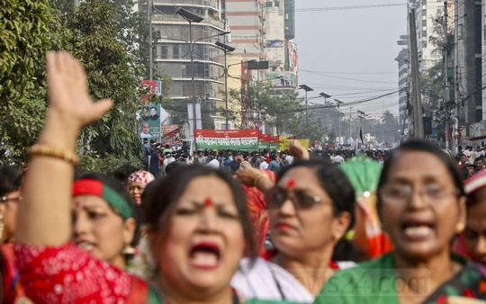 Thousands of activists, supporters and leaders take part in the Victory Procession organised by the BNP in Dhaka on Sunday. Photo: tanvir ahammed