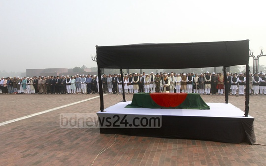 People of various background, MPs, ministers and politicians take part in the Namaz-e-Janaza of Fisheries and Livestock Minister Muhammed Sayedul Hoque at the South Plaza Parliament Building premises on Sunday. Photo: asif mahmud ove