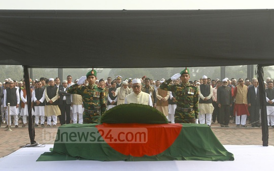 President Md Abdul Hamid pays last respects to Fisheries and Livestock Minister Muhammed Sayedul Hoque by placing a wreath on his coffin after his funeral prayers at the Parliament Building premises on Sunday. Photo: asif mahmud ove