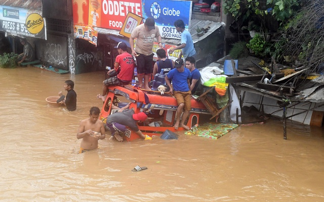 Storm Tembin leaves at least 75 dead and scores missing in Philippines