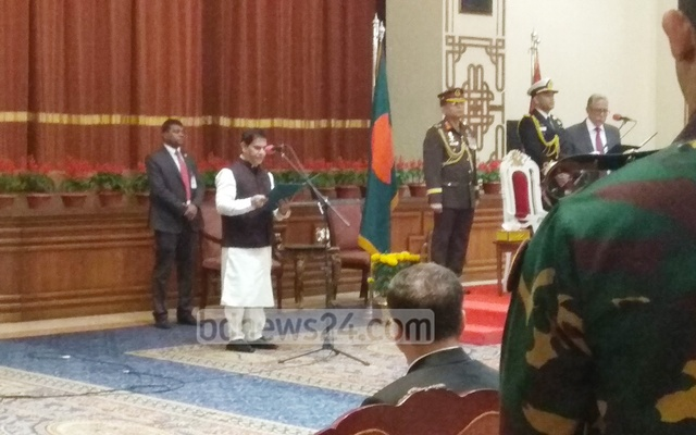 MP Kazi Keramat Ali took oath as a state minister at the Bangabhaban on Tuesday. Photo: Kazi Sajidul Haque/bdnews24.com