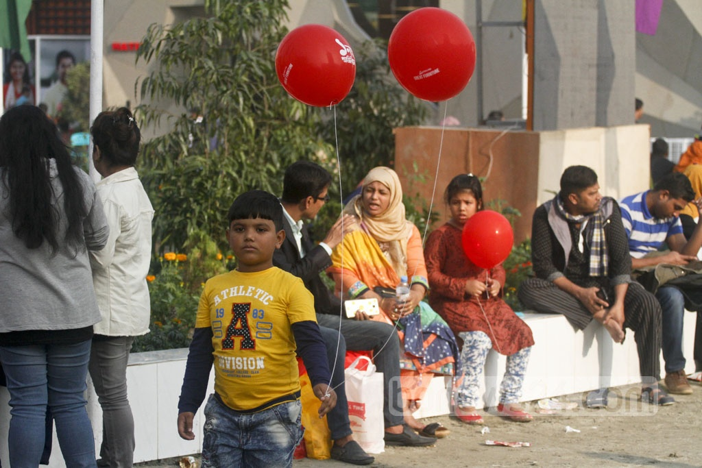 Children enjoy a trip to Dhaka International Trade Fair 2018 as it started to draw crowd on Friday. Photo: asif mahmud ove