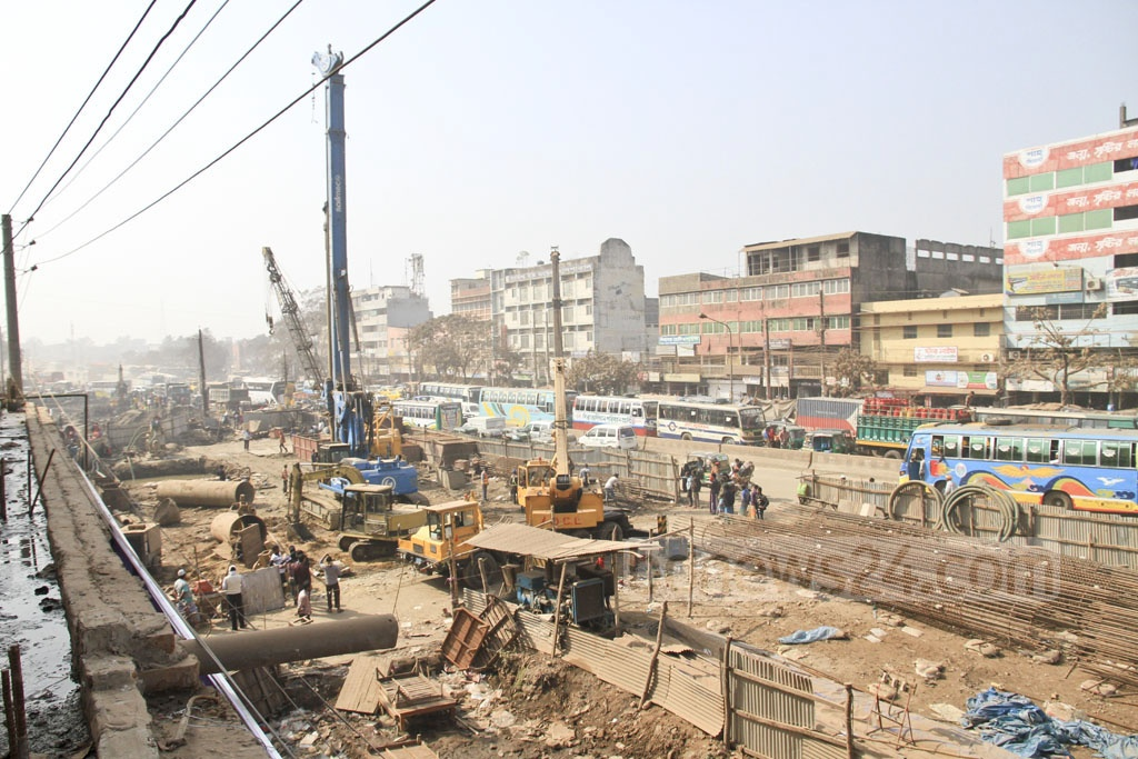 A general view of the construction site of the Dhaka-Mawa Highway, which is being upgraded to a four-lane road as part of the Padma Bridge project. Photo taken on Sunday from Dhaka's Jurain.
