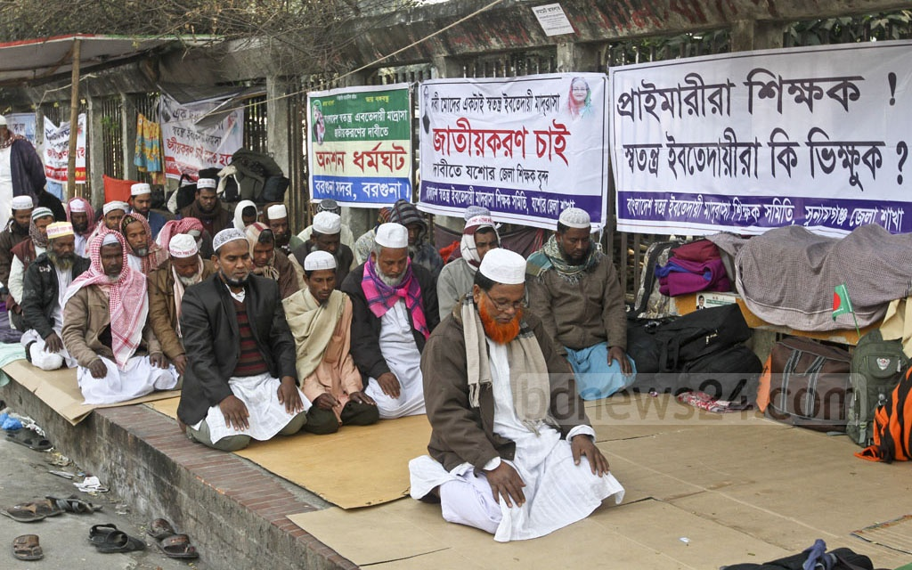 Ebtedayee madrasa teachers genuflect in prayers during the hunger strike they started in front of the National Press Club in the capital on Tuesday. They have been staying there on a sit-in protest since Jan 1 demanding to nationalise their education institutions across the country. Photo: dipu malakar