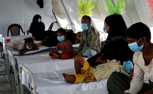 Rohingya refugees, who suffer from diphtheria, are being treated at a Medecins Sans Frontieres (MSF) clinic near Cox's Bazar, Bangladesh Dec 18, 2017. Reuters