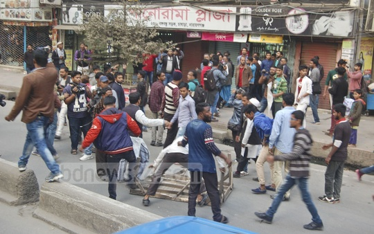 A clash broke out in Narayanganj on Wednesday between supporters of Mayor Selina Hayat Ivy and lawmaker AKM Shamim Osman in the city's Chashara.